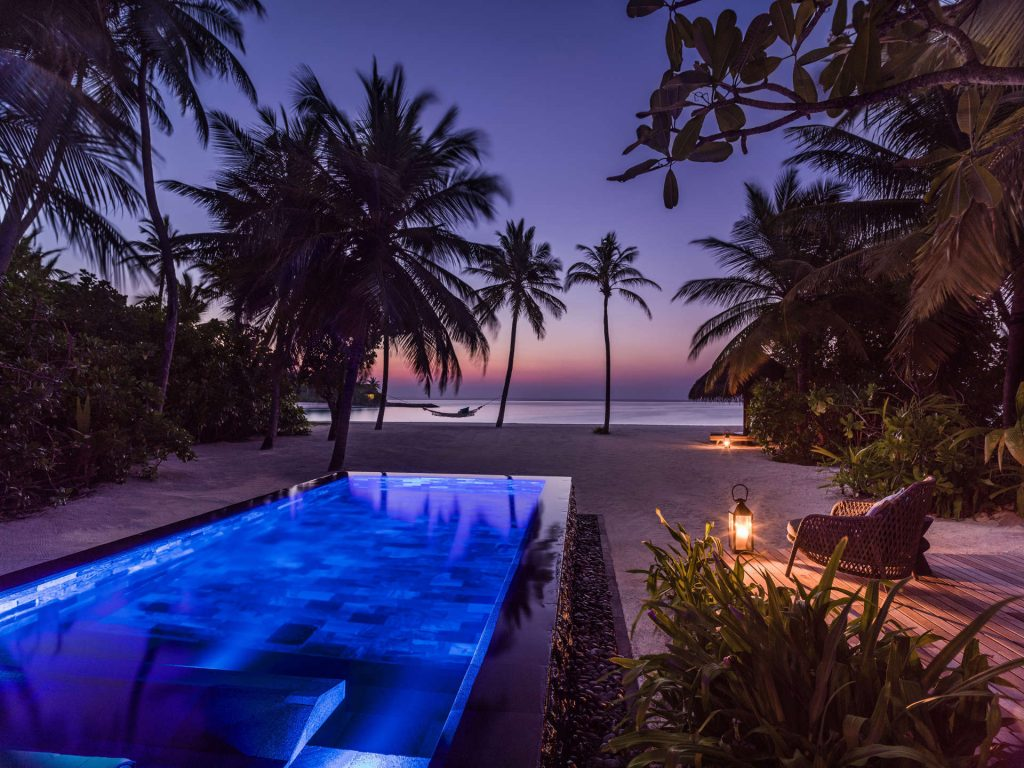 Abendliche Beleuchtung der Beach Villa Pool